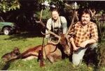 Lata 90-te - dewizowe rykowisko - szczęśliwy myśliwy dewizowy z Niemiec ze strzelonym bykiem w towarzystwie Ryszarda Chrósciaka
