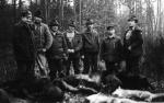 Dawnych wspomnień czar - grupa myśliwych po udanym polowaniu zbiorowym